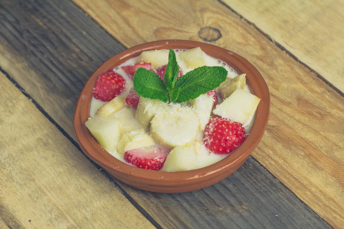 Fruit-salade-met-kokos-saus